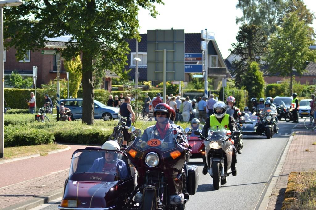 Zichtbaar genot bij motorrijders en cliënten. Foto Leander Grooten  © Achterhoek Nieuws b.v.