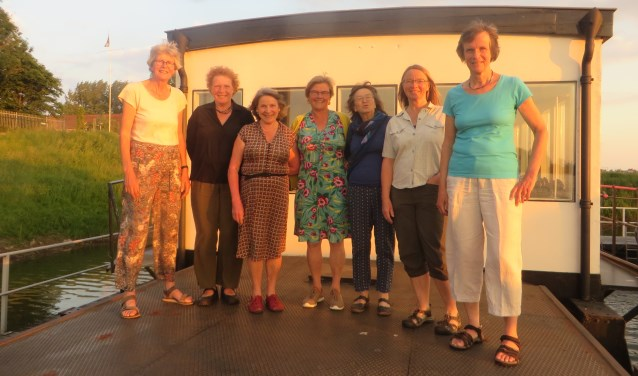 Vocal Impulse zingt iedere maandagavond op het brugschip in de Houthaven in Zutphen. Foto: PR