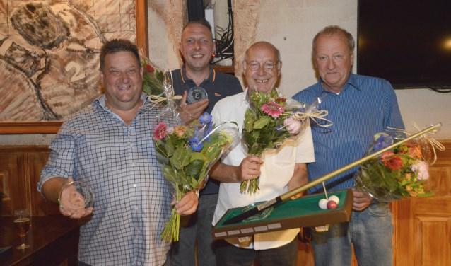 De vier finalisten van de onderlinge competitie 'De Pol' 5.0 van links naar rechts; Ronnie Jolie (2e plaats), Bas Hulshorst (3e plaats), Ben Eulink (1e plaats) en Jan Kaak (4e plaats). Foto Rob Verkerke