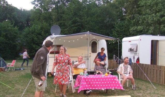 Jos gaat tegen wil en dank samen met zijn vrouw Ina mee naar de camping. Foto: PR