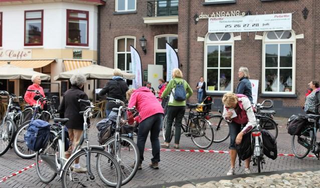 Volop belangstelling voor de Fietsvierdaagse, die ook geschikt is voor scootmobiel, handbike en duofiets. Foto: PR