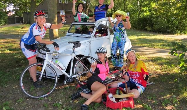 In 'Zadelpijn en ander damesleed' gaan zes dames op een bijzondere fietsvakantie naar Frankrijk. Foto: Josée Gruwel