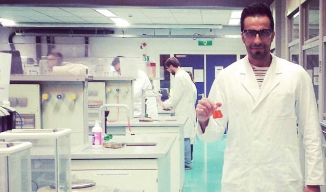 Aref Mohamad studeert biochemie aan de HAN in Nijmegen en werkt daarnaast als tolk. Foto: PR