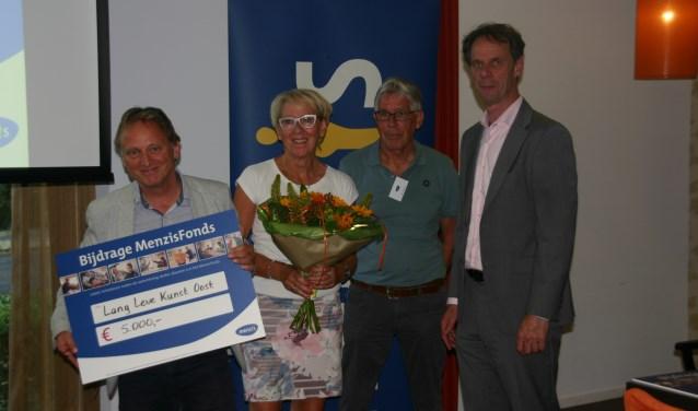 Van links af Harry ten Brinke en Mathilde Oesterholt van Boogie Woogie en Aleks Meijerink  en Frank Janssen namens Menzis. Foto: PR