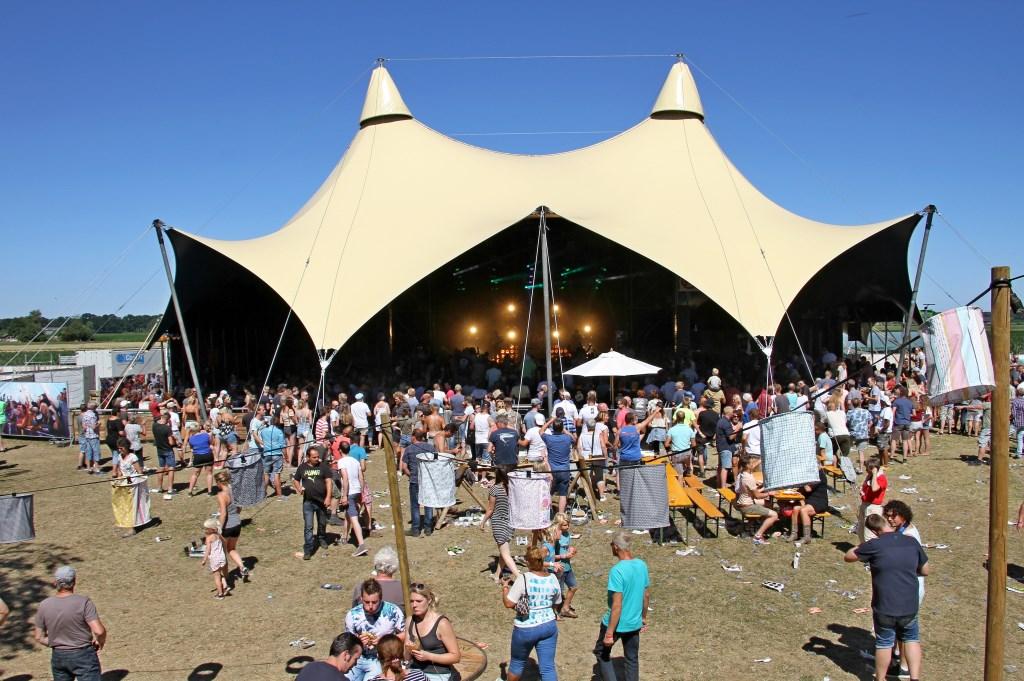 De nieuwe tent waar het Høken in Toldiek festival plaatsvond. Foto: Liesbeth Spaansen  © Achterhoek Nieuws b.v.
