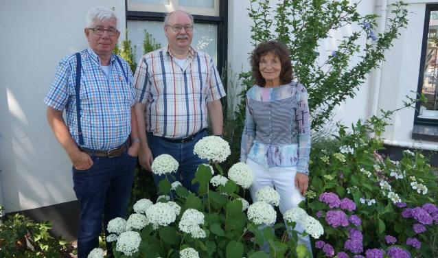 De organisatoren van de Borculose Boekenmarkt, van links af Gerrit Urbaan, Fred Geerligs en Ria Lusink. Foto: Richard Stegers