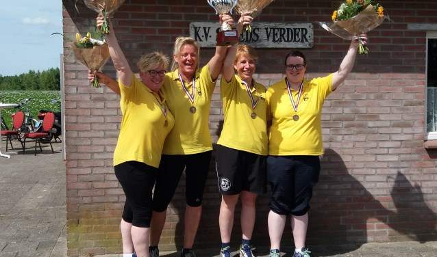 Vreugde bij het winnende team. Vlnr: Merian Halleriet, Carmen Dorsthorst, Veronie Aalderink en Jacqueline Maarse Foto: PR