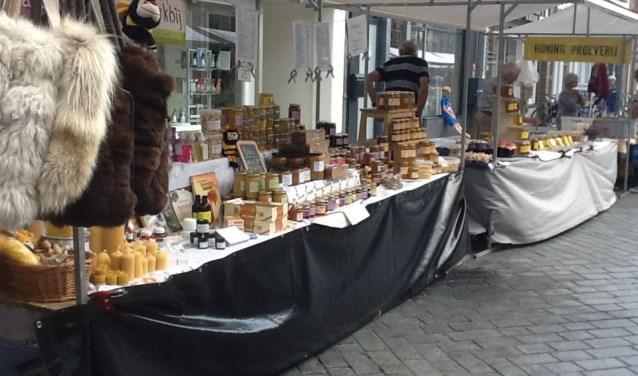 Er worden onder andere diverse soorten honing aangeboden. Foto: PR