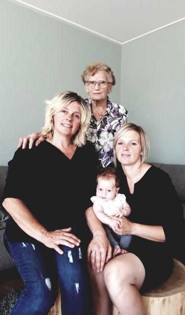 De vier generaties in vrouwelijke lijn. Foto: eigen foto
