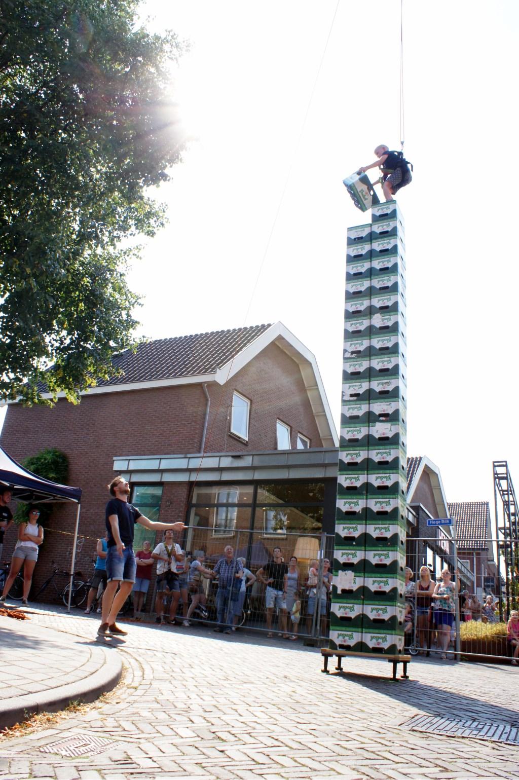 Hoge torens van kratten. Foto: PR  © Achterhoek Nieuws b.v.