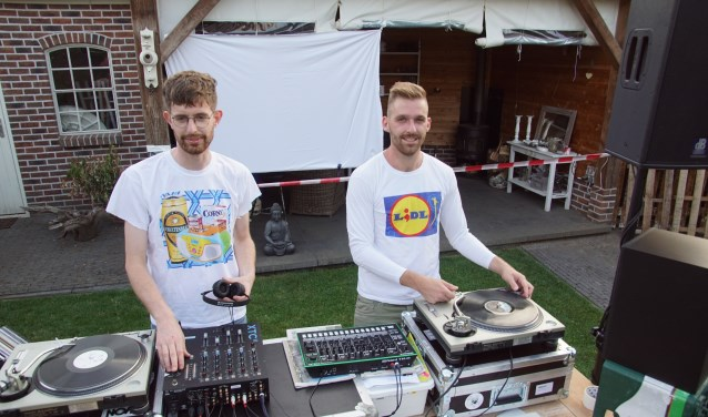 Aldi (links) en Lidlm oftewel Niels Postma en Martin te Grotenhuis. Foto: Frank Vinkenvleugel