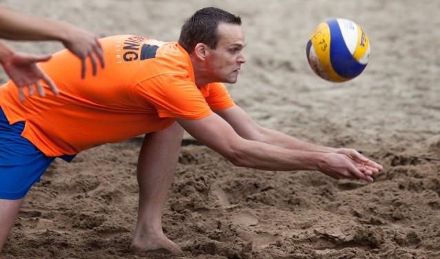 Volop concentratie bij het beachvolley in Ruurlo. Foto: PR