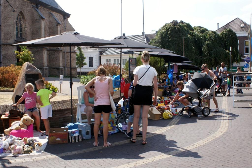 De kinderrommelmarkt. Foto: PR Foto: Picasa © Achterhoek Nieuws b.v.