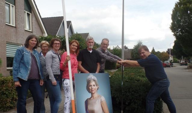 Afgelopen zaterdag werden de verschillende borden al door de buurtbewoners langs de Willem Alexanderlaan geplaatst. Foto Kan Hendriksen