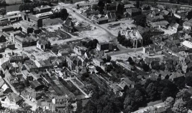 Luchtfoto van het gebombardeerde Doetinchem. Foto: PR