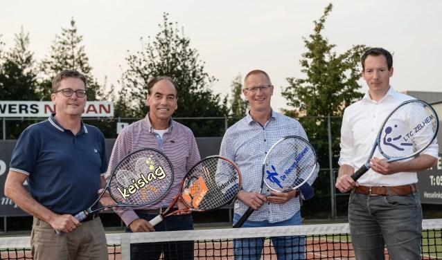 De vier voorzitters van de tennisverenigingen, v.l.n.r. René Lovink, Paul Mokkink, Stefan Jansen en Remco Hoekman. Foto: PR HLTC Het Elderink