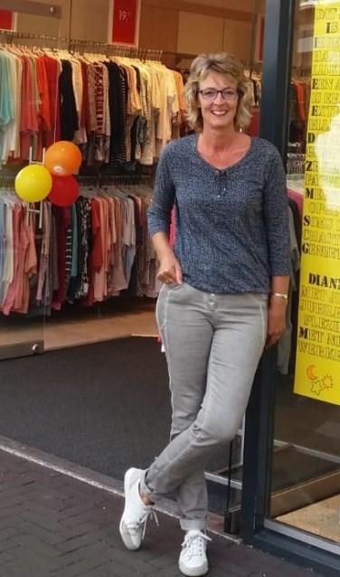Dianne van Asselt voor de winkel. Foto: PR