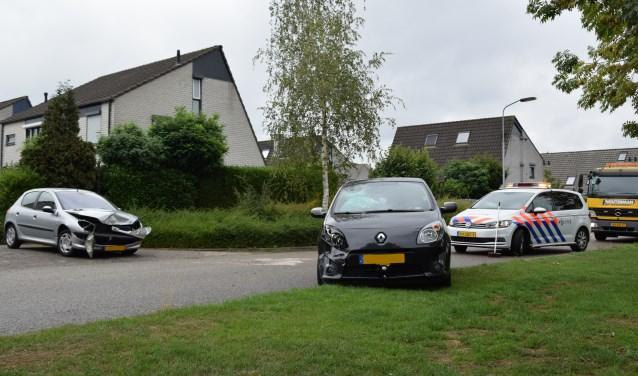 De beide auto's moesten worden afgesleept. Foto: 112 Nieuws Gelderland
