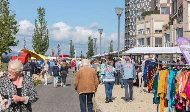 DoesburgseKadedagen biedt circa 100 kramen met streekproducten, kunst en creatieve artikelen. Foto: PR
