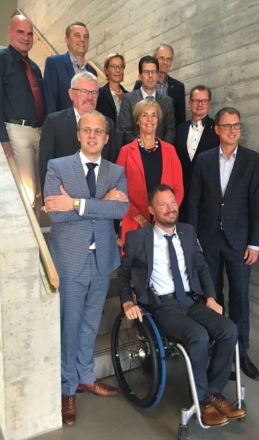 Van links achter naar rechts voor: Jürgen Bernsmann (Stadt Rhede), Anton Stapelkamp (Aalten), Kajta Hoffboll (Stadt Borken), Joost van Oostrum (Berkelland), Dr. Ansgar Hörster (Kreis Borken), Peter Nebelo (Stadt Bocholt), Annette Bronsvoort (Oost Gelre), Dr. Christoph Holtwisch (Stadt Vreden), Joris Bengevoord (Winterswijk), Otwin van Dijk (Oude IJsselstreek). Foto: PR