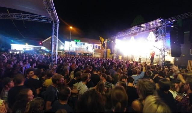 Een enorme schare fans was op het laatste optreden van Premium afgekomen. Foto: Lisa Wellink