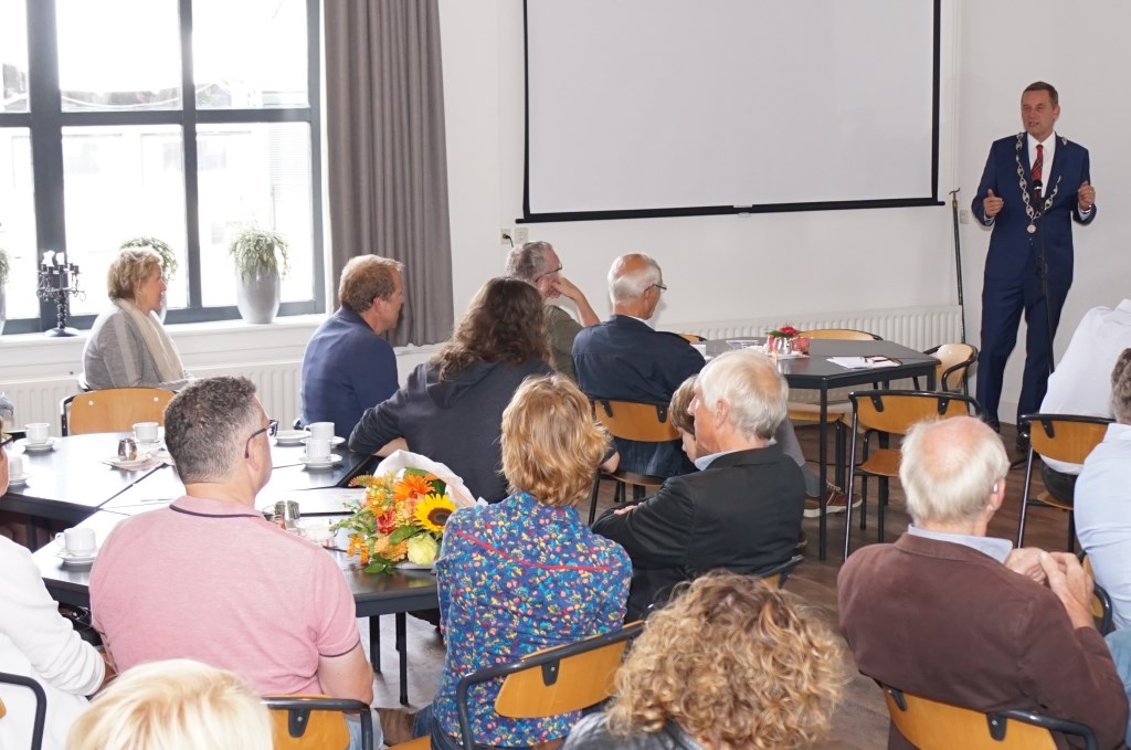 Burgemeester Anton Stapelkamp bij de opening van de Open Monumentendag Aalten.  Foto: Frank Vinkenvleugel  © Achterhoek Nieuws b.v.