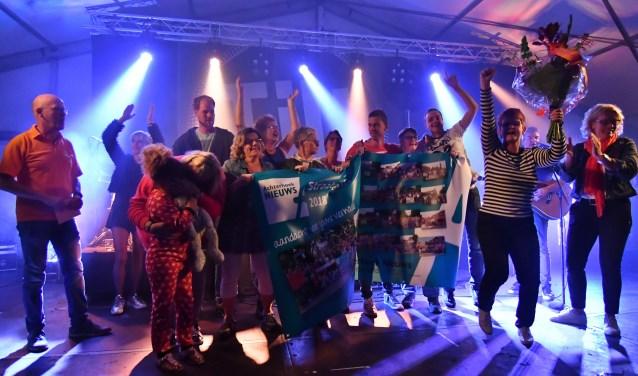 Met veel enthousiasme werd de prijs in ontvangst genomen. Foto: Jan Hendriksen