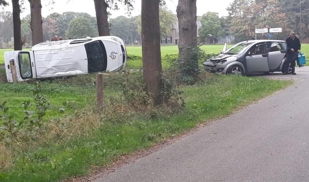 De twee bij het ongeluk betrokken auto's zijn afgevoerd door een berger. Foto: 112 Nieuws Gelderland