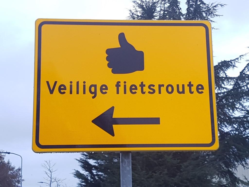 De gemeente Oost Gelre heeft maatregelen genomen om de gevaarlijke situatie op de het kruispunt Rabobank tegen te gaan. Foto: Kyra Broshuis  © Achterhoek Nieuws b.v.