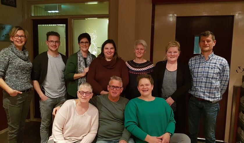 De cast van 'Een paar tinten vrolijker graag'. Foto: PR