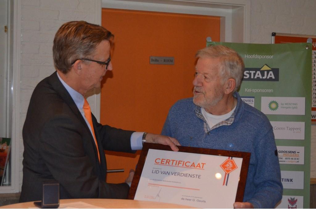 Henk Plass (KNVB) en Gerard Geurts. Foto: Femke Jansen  © Achterhoek Nieuws b.v.