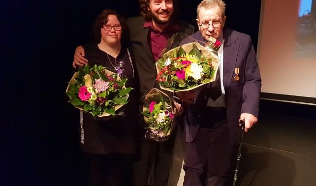 Bloemen bij de première van de Elver-film voor Jantine Alberts, Jorn Snelting en Jan Oosterink. Foto: PR