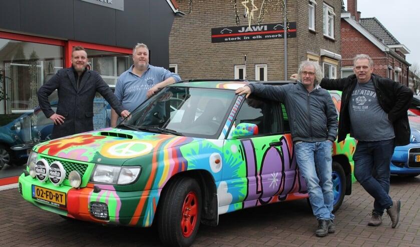 Gijs Besselink, Arjan Lensink, Peter Kreykamp en Sander Lensink (vlnr) zijn klaar voor de Barrel Challenge. Foto: Kristel te Bokkel