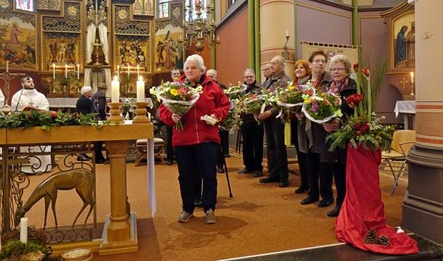 De leden van het kerkkoor van de St. Martinuskerk in Baak werd afscheid genomen tijdens de laatstgehouden weekendviering. Foto: Gerrit te Vaarwerk