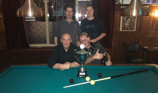 Gerben en Elroy (achter) en winnaars Jan en Nick (voor). Foto: PR