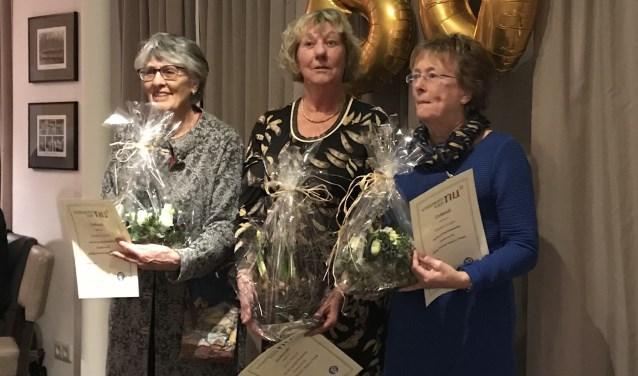Drie van de vier jubilarissen van Vrouwen van Nu Hummelo, Keppel en Drempt. Foto: PR