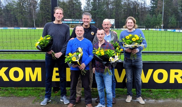V.l.n.r. (achter) Sven Hendriks, voorzitter Marc van der Linden, Jan Meijer en Tim Vrielink. En (voor) Ronald de Beus en Bas Brunsveld. Foto: PR