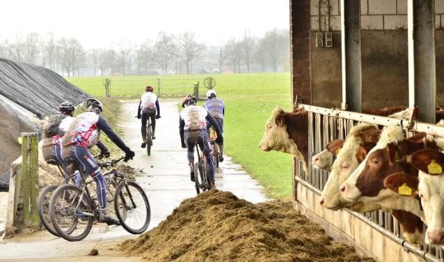 Bij de boerderij van de familie Mombarg aan de Maalderinkweg in buurtschap Linde is een verzorgingspost ingericht.Foto: Achterhoekfoto.nl/Paul Harmelink