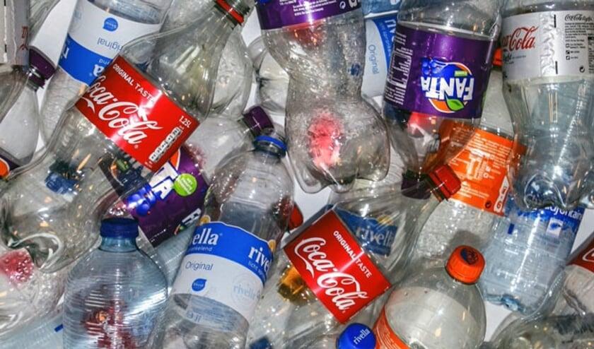 Volleybalvereniging Morgana DVO zamelt lege flessen in. Foto: PR
