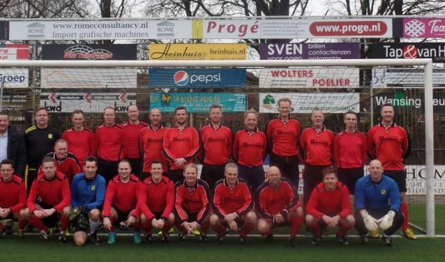 Het elftal uit het seizoen 1998-1999 dat kampioen werd in de zesde klasse. Foto: Jan Hendriksen.