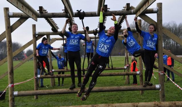 De Survivalrun Gendringen biedt de deelnemers een parcours vol uitdagingen. Foto: Edgar Vieberink