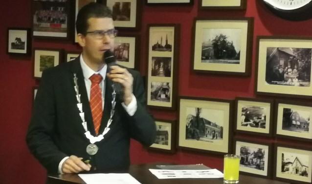 Burgemeester Joost van Oostrum tijdens zijn toespraak. Foto: Rob Weeber