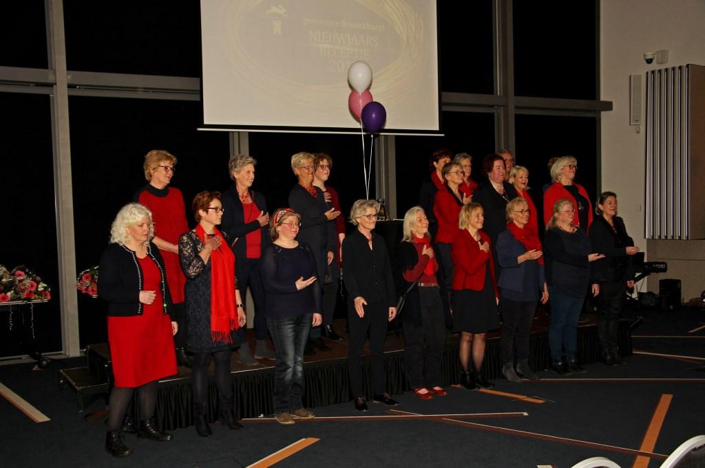 Het koor Amazing uit Drempt verzorgde een muzikale opening van de nieuwjaarsreceptie van de gemeente Bronckhorst. Foto: Liesbeth Spaansen  © Achterhoek Nieuws b.v.
