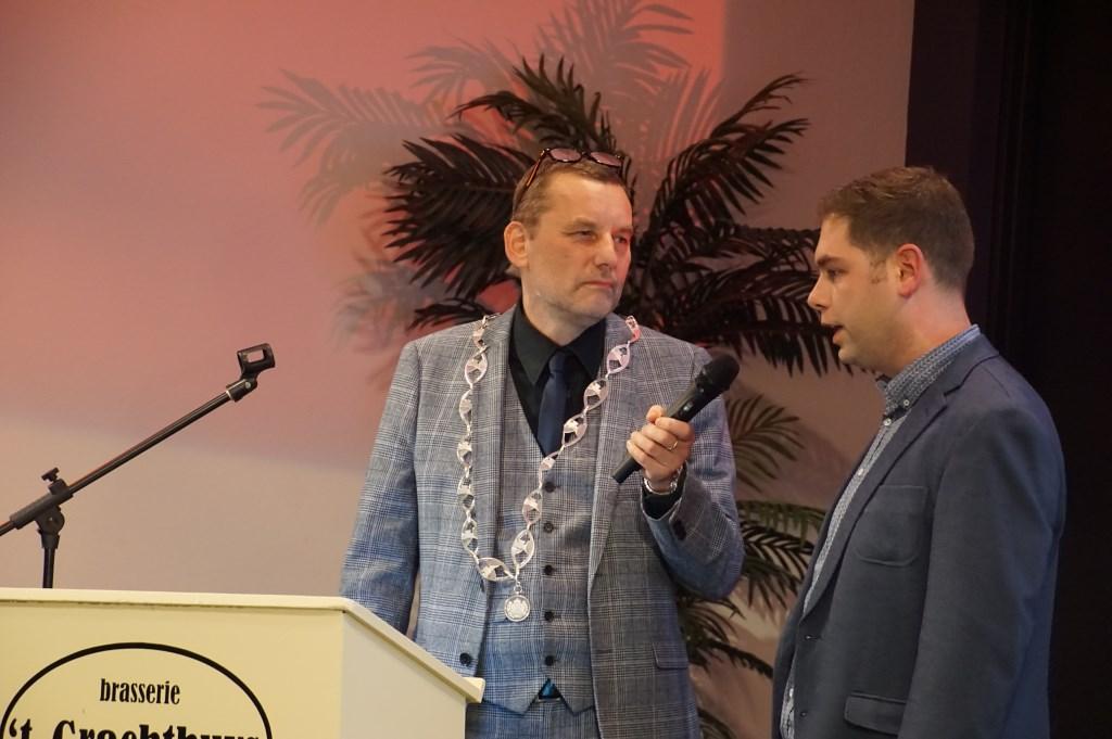 Burgemeester Stapelkamp in gesprek met Roy Lammers. Foto: Frank Vinkenvleugel  © Achterhoek Nieuws b.v.