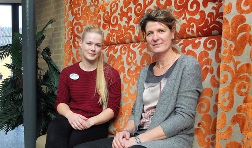 Leerlinge Karlijn Oberink (links) en Esther Teunissen. Foto: Miriam Szalata