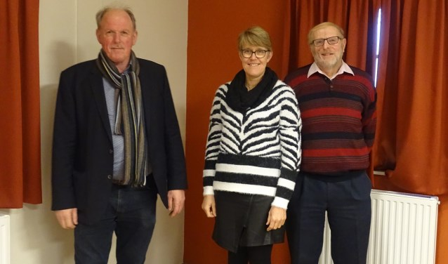 V.l.n.r.: Jan Dijkman, Alma Heijenk en Siem van der Meulen van christengemeente De Schakel. Foto: PR.