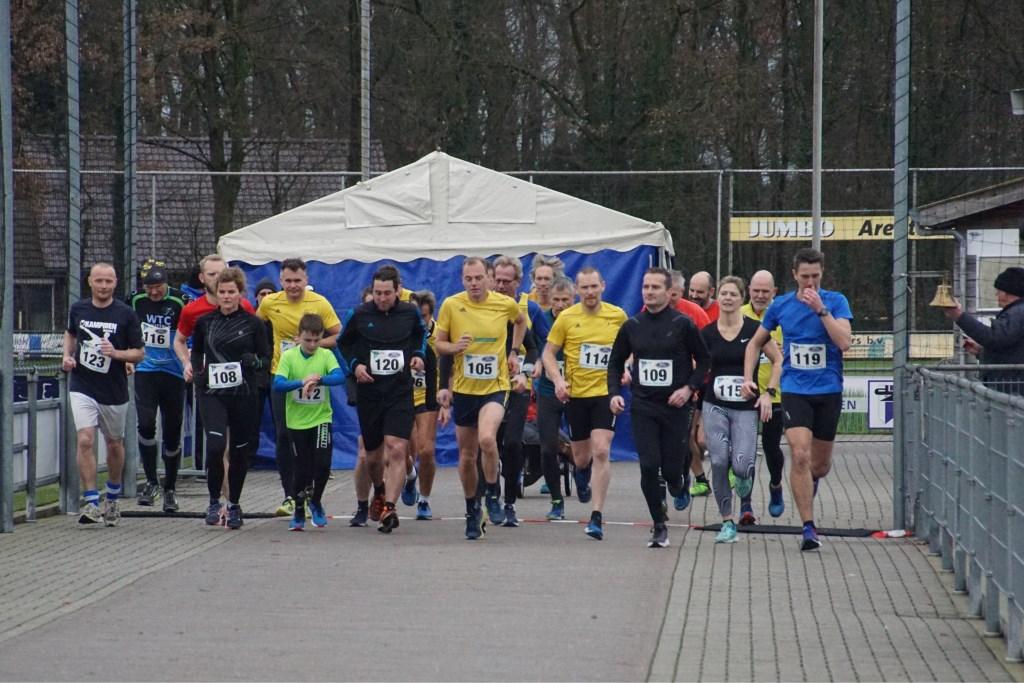 De start van de tien km. Foto: Frank Vinkenvleugel  © Achterhoek Nieuws b.v.