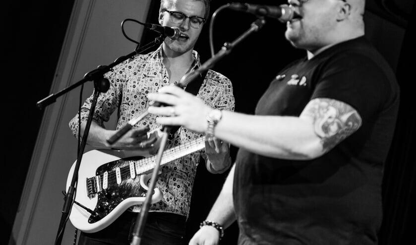 Frontman Niek Slotboom en gitarist Djidde Andringa trekken alle registers open. Foto: Rick Mellink