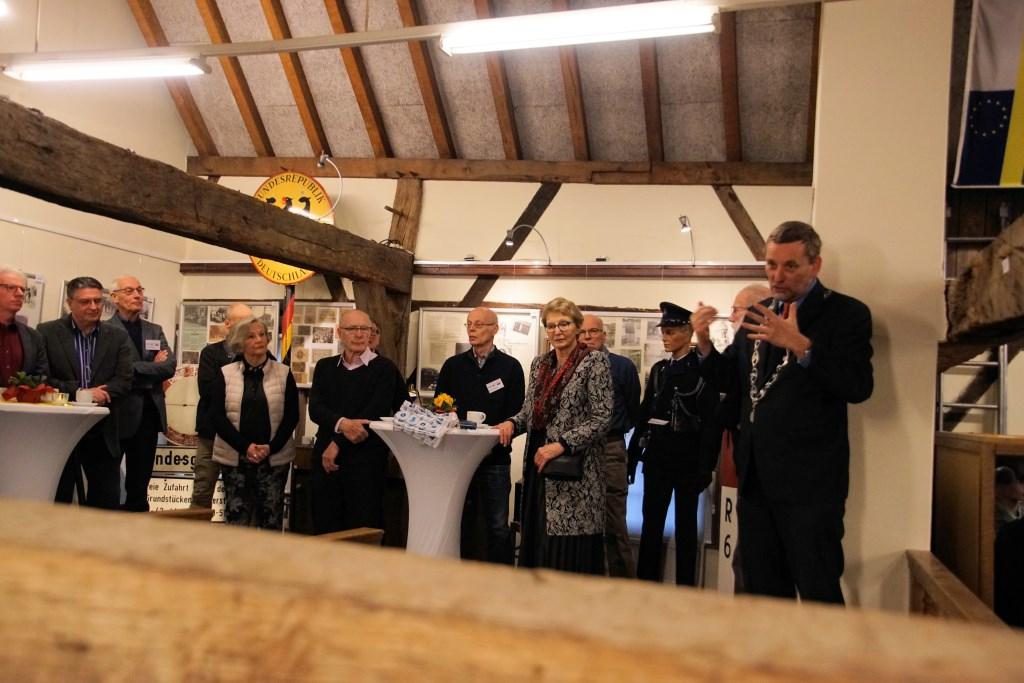 Burgemeester Stapelkamp spreekt zijn waardering uit voor al het verrichte werk. Foto: Frank Vinkenvleugel  © Achterhoek Nieuws b.v.
