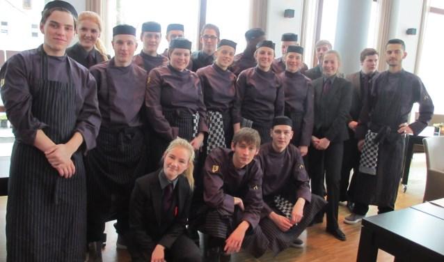 De  leerlingen van de horecaopleiding van het Graafschap College die de lunch bereidden. Foto: PR